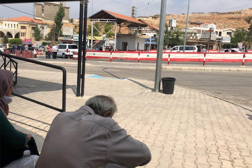 سوريون عالقون على الحدود بسبب 100 دولار!